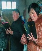 Chineses memorizam a Bíblia porque o governo 'não pode tirar o que está no coração'